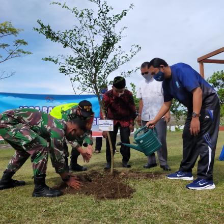 Rayakan peringatan hari Ulang tahun ke-60, Jasa Raharja Sumbar adakan kegiatan penanaman pohon.