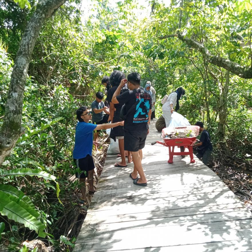 Gabungan Mahasiswa KKN adakan giat Goro di Green Talao Park Nagari Ulakan